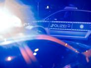 Polizei: Betrunkener fährt Schild um und pöbelt Polizisten an