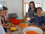 Fastenessen in Merching: Firmlinge schnippeln kiloweise Gemüse für den guten Zweck