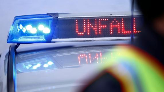 POL-MFR: (918) Junger Mann überfährt Radfahrer - Zeugenaufruf