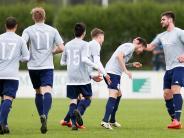 Fußball Landesliga: Stätzling freut sich über den Torsegen