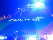 Polizei: Mann randaliert und wirft mit Gartenmöbeln um sich