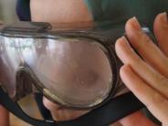 Senioren in Kissing: Besucher blicken durch die Altersbrille
