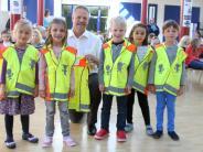 Aktion: 110 Erstklässler erhalten eine Ritterrüstung
