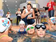 Friedberg: Schwimmen lernen vom Weltstar Franziska van Almsick