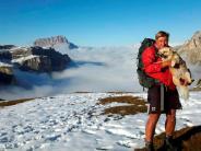 Sportskanone: Mit der Hündin zu Fuß über die Alpen