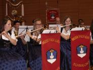 Konzert: Sechs Orchester auf einer Bühne