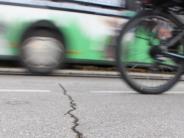 Infrastruktur: Aichach-Friedberg: Wer soll für kaputte Straßen zahlen?
