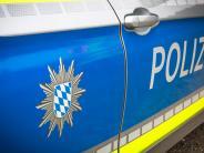Polizeireport Mering: Unbekannte stehlen Elektrogeräte aus Vitrine