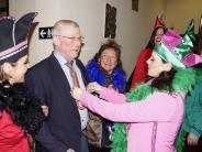 Fasching in Merching: Das Hühnerkomitee entzückt Rathauschef