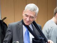 Fußball: Ex-Direktor Hans contra DFB:Niersbach weiter belastet