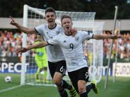 Fußball: EM: U19 kann nach 3:0 gegen Österreich auf WM hoffen