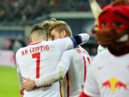 Schwalbe sorgt für Aufregung: RB Leipzig stoppt auch Schalke und bleibt Tabellenführer