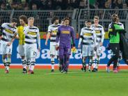 Trotz Krisenzeit: Schulterschluss: Gladbacher Fans feiern Verlierer