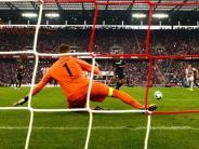 Wieder Ärger mit Video-Schiri: 0:1 gegen Frankfurt: Köln verliert auch fünftes Spiel