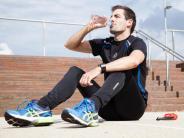 Brötchen statt Bratwurst: Ernährungstipps: So essen und trinken Freizeitsportler richtig