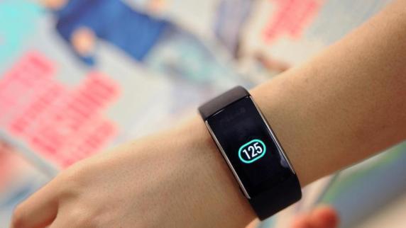 Datenschutz: Fitness-Armbänder und Co.: Wearables übermitteln oft Daten an Dritte