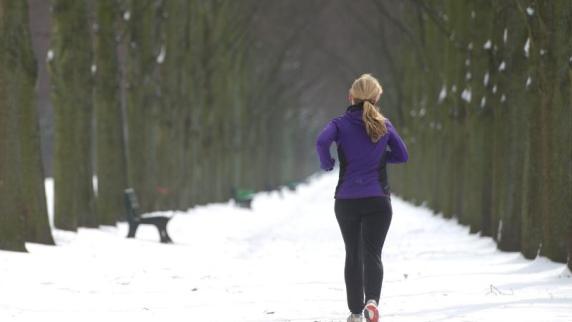 Sport im Winter: Sport im Winter: 6 Tipps vom Aufwärmen bis zur Kleidung