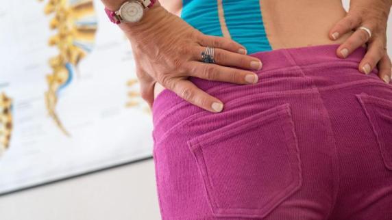 Bertelsmann-Studie: Schmerzhaft: Rücken OPs steigen