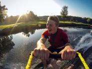 Über Wasser gleiten: Wasserski und Wakeboard fördern die Balance