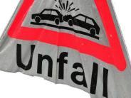 Polizeireport: Reifenplatzer führt zu Unfall-Chaos