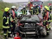 Unfall: 28-Jährige überschlägt sich auf der A8