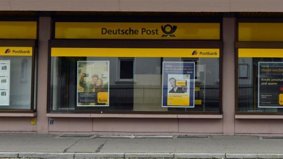 Vor verschlossener tür  Günzburg: Kunden stehen bei Post(bank) schon wieder vor ...