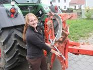 Egenhofen: Auf dem Acker lässt sie die männliche Konkurrenz hinter sich