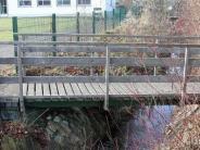 Kammeltal: Krähenbach in Ettenbeuren: Die Stege müssen weg