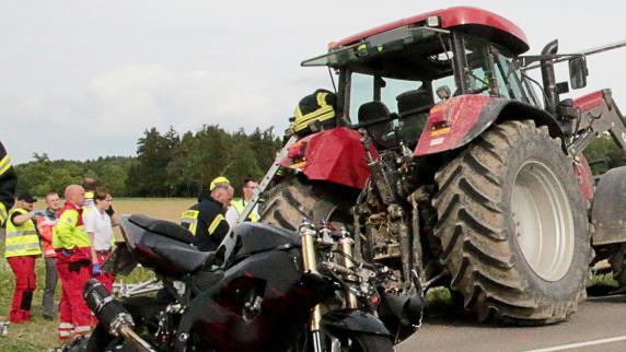 Kreis Günzburg: Kradfahrer stirbt nach Zusammenstoß mit Traktor
