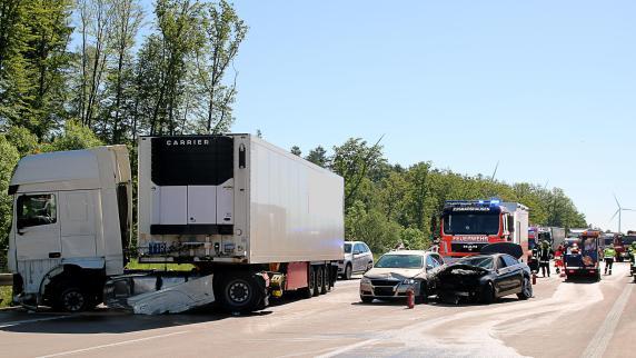 Sechs Verletzte nach Unfall auf Autobahn