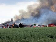 Großeinsatz: Feuer in Anhofen zerstört landwirtschaftliche Hallen