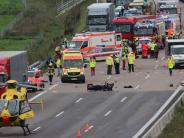 A8 bei Burgau: Gaffer filmt sterbenden Motorradfahrer: Doch warum nur?