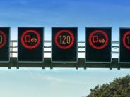 A8: Mit flexiblen Schildern gegen Unfälle und Lärm auf der Autobahn
