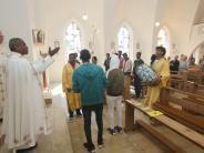 Freihalden: Tanz und Trommeln am Ende des Gottesdienstes
