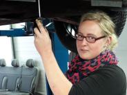 Thannhausen/Krumbach: Warum der rosa Regenschirm im Autohaus steht