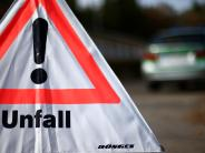 Burgau: Auto schleudert auf der A8 in die Leitplanke und Lkw