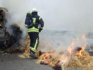 Jettingen-Scheppach: Strohballen auf Anhänger fängt Feuer