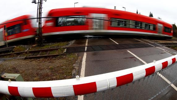 Augsburg-Ingolstadt: Unbekannte zwingen Zug bei Aichach zum Anhalten
