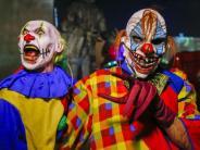 Aschaffenburg: Mann in Clownskostüm erschreckt Jugendliche im Park