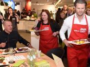 Neu-Ulm: Wenn Promis im Möbelhaus kochen