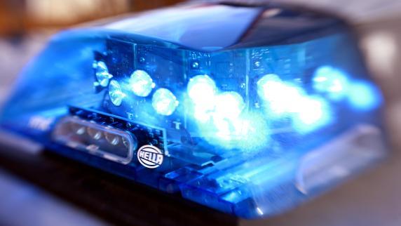 Unfälle | Auto fährt in Berlin U-Bahn-Treppe runter - sechs Verletzte