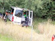 Tiefenbach: Kleinlastwagen kommt von der Autobahn ab