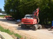 Illertissen: Bagger rollen durchs Gewerbegebiet