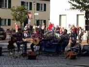 Illertissen: Voting: Soll der Marktplatzan Wochenendengesperrt werden?