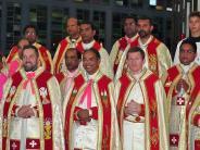Altenstadt: Pater Mathäus wird inmitten von Priestern gefeiert