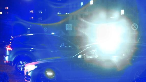 Auto stürzt auf Jugendliche - Feiernde Schülerin stirbt
