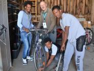Wullenstetten: Flüchtlinge machen kaputte Fahrräder wieder flott