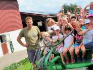 Weiler: DerNachwuchs nimmt im Traktor Platz