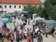 Roggenburg: Über den Ökomarkt in Roggenburg flanieren
