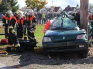 Übungseinsatz: Auto kracht gegen Baum – geplant